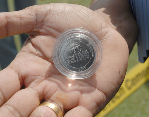 1000 Rs Sri Lankan Coin